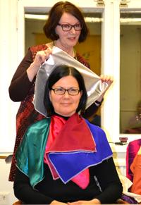 Marja-Leena Silvennoinen todentaa, että Valkaman Minna on väreiltään talvi.