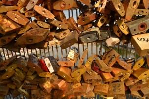 Passerelle Léopold-Sédar-Senghor our lock