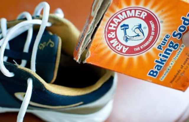 Limpando Sapatos
