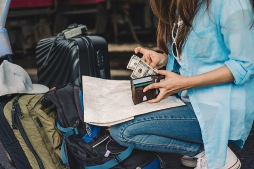 How to Travel Internationally With More Than $10,000 in Cash | MyBankTracker