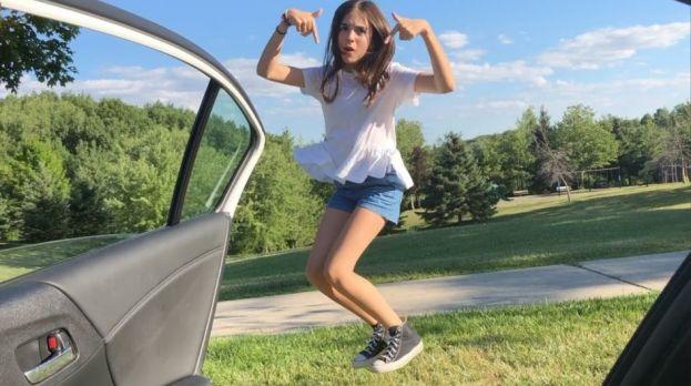 Resultado de imagen para mujer bailando en el coche