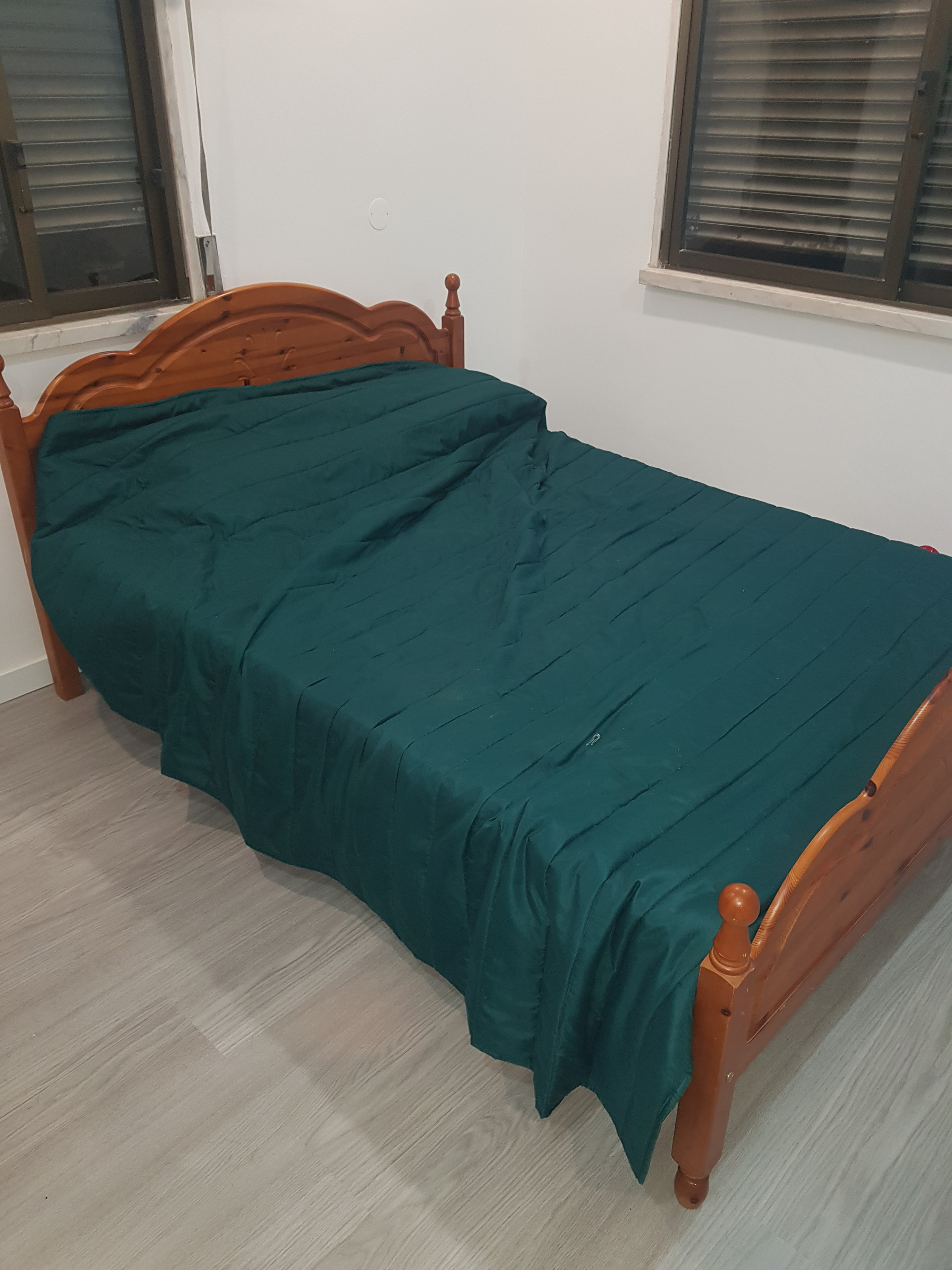 Big Room With Double Bed In Caparica Only For Females Room For Rent Almada