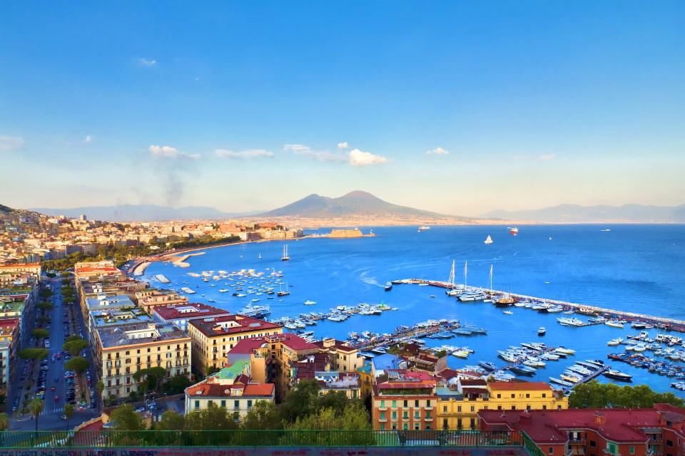 Resultado de imagem para Napóles, Itália