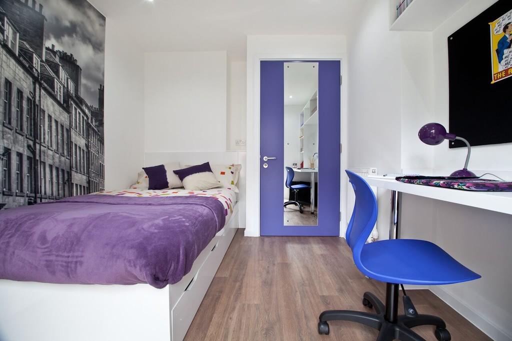 Modern Room Set In The Heart Of Edinburgh 51 Weeks