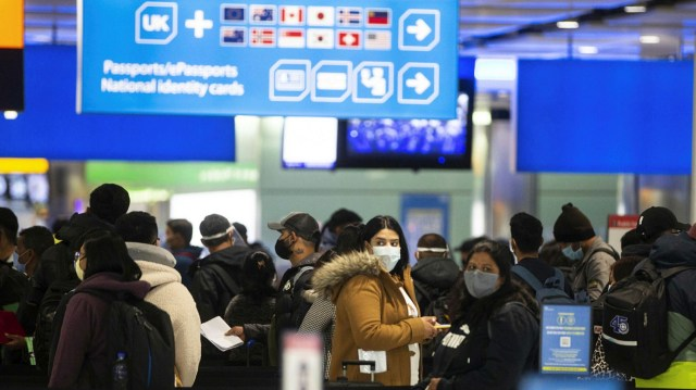 Airport queues threaten travel revival, says Heathrow executive | Financial  Times
