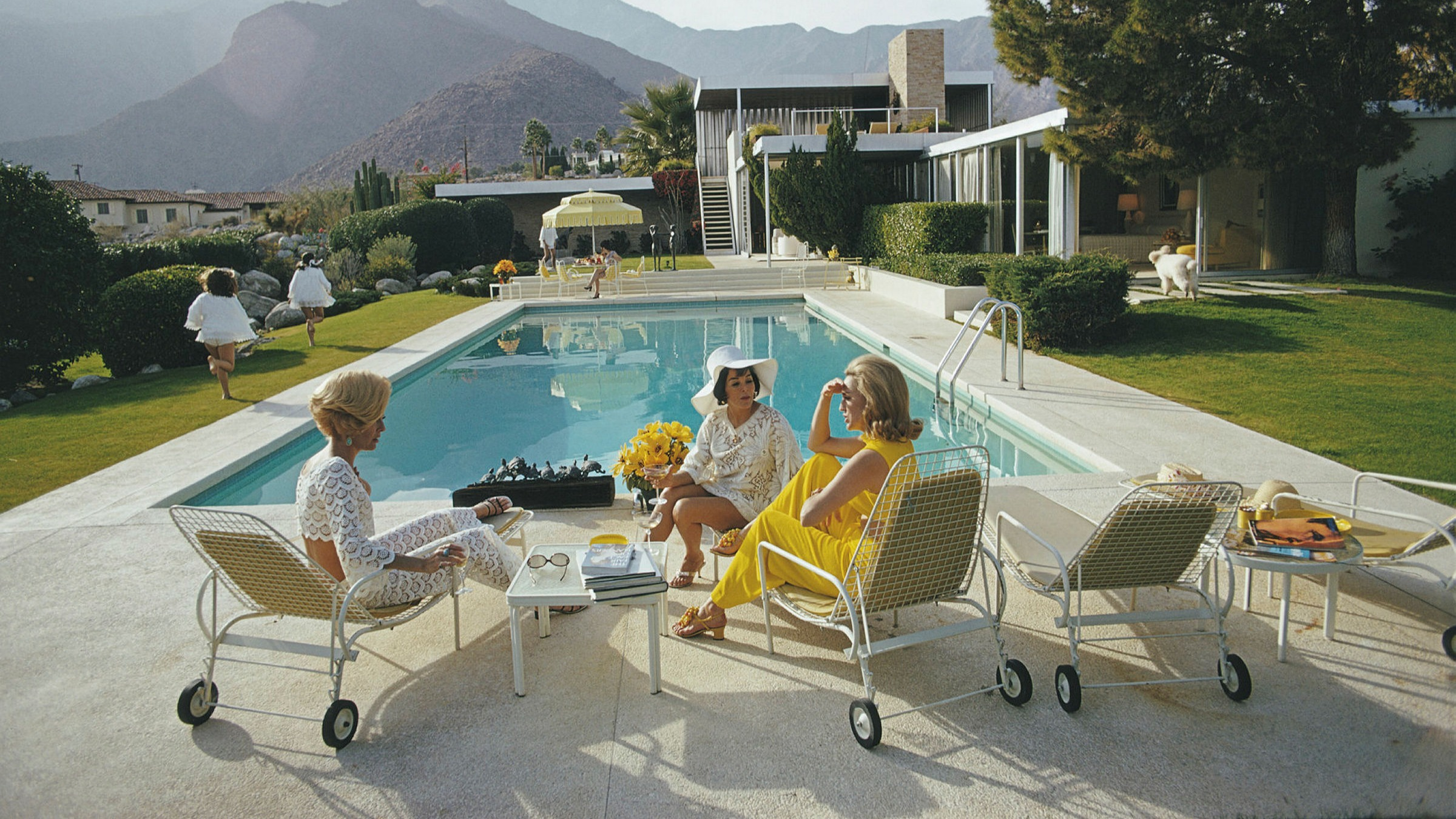 benchmark outdoor furniture for summers