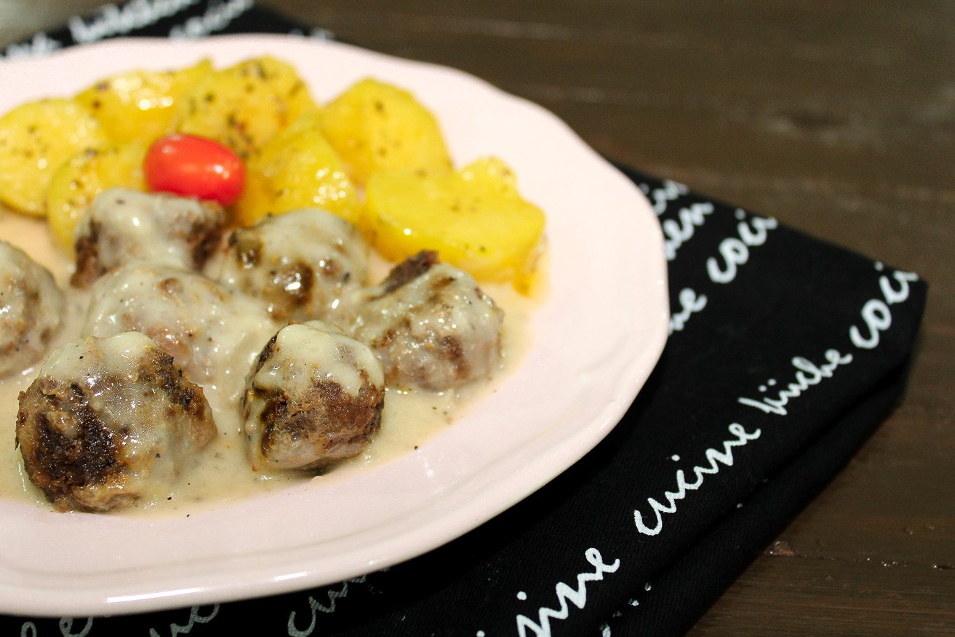 meatballs-and-gravy