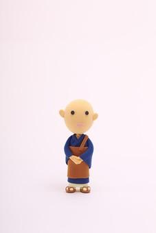 お坊さん 住職 僧侶 仏教 修行 お寺 宗教 葬式 供養 職業 仕事 立体イラスト 粘土 かわいい 男性 男 和服 日本 粘土人形 人形 マスコット 一人 笑顔 クラフト 人 人物 白色 白色の背景 クレイアート 白 背景 白背景