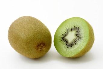 キウイ キウイフルーツ 果物 果実 フルーツ 果肉 カット 新鮮 ビタミン 美容 健康 食物繊維 緑 グリーン 白バック