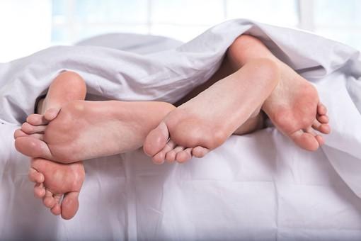 「ベッド 男女」の画像検索結果