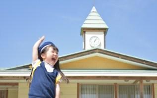 園児 子供 こども 子ども 幼稚園 保育園 春 女の子 入園 卒園 元気 はーい 手を上げる mdfk023