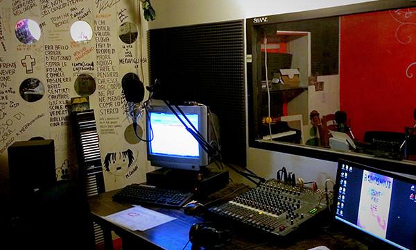 Lo studio di Radio Shout