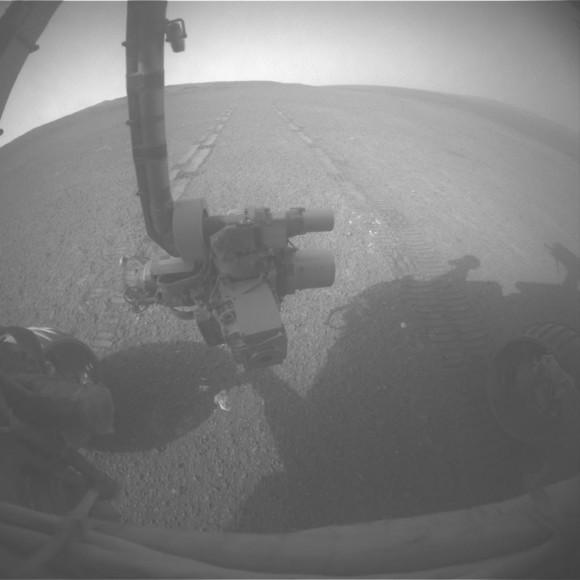 Ver Volver al récord de Drive por Opportunity.  En la 3309 ª día marciano, o sol, de su misión en Marte (15 de mayo de 2013) Mars Exploration Rover Opportunity de la NASA llevó a 263 pies (80 metros) hacia el sur a lo largo del borde occidental del cráter Endeavour.  Esa unidad pone la distancia total conducida por Opportunity desde enero de 2004 de aterrizaje del rover en Marte en 22,220 millas (35,760 kilometros Esto superó el récord de distancia de cualquier vehículo de la NASA, ya ha señalado el astronauta-impulsado Apollo 17 Lunar Rover en 1972 Credit..: NASA / JPL-Caltech