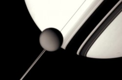 """Sólo una de las muchas imágenes de la Cassini utilizó para compensar """"alrededor de Saturno"""""""