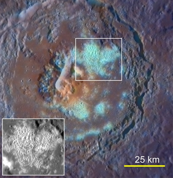 Mejor imagen de color de Tyagaraja cráter adquirió el 29 de septiembre de 2011.  Su campo hueco grande se pone de relieve.