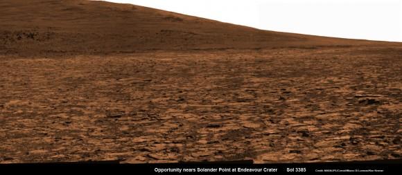 Oportunidad broche de cerca vista de la base de Solander Point y laderas de las montañas que subirá pronto.  Esta res pancam mosaico cámara alta fue montado a partir de imágenes RAW tomadas en Sol 3385 (02 de agosto 2013).  Crédito: NASA / JPL / Cornell / ASU / Marco Di Lorenzo / Ken Kremer (kenkremer.com)