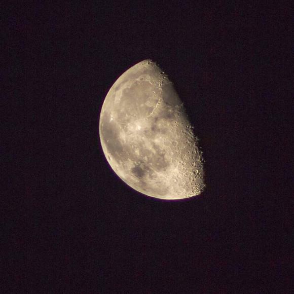 64% iluminada Luna menguante el 26 de agosto de 2013.  Crédito y copyright: Themagster3 en Flickr.