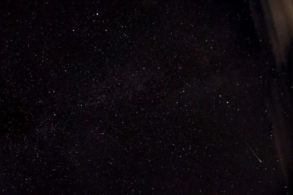 Uno de meteoros Perseidas antes de las nubes rodó en más de Blackrod, Inglaterra, 12 de agosto de 2013.  Crédito y copyright: TheDaveWalker en Flickr.