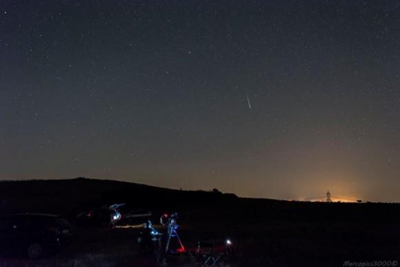 Lluvia de meteoros Perseidas (y el equipo!) Tomada el 11 de agosto 2013 cerca de Monte Romano, Lazio, Italia, con una Nikon D5200.  Crédito y copyright: marcopics3000 en Flickr.