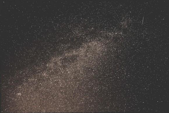 A las Perseidas y la Vía Láctea.  Crédito y copyright: TheMagster3 en Flickr.