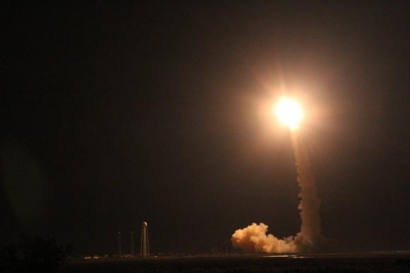 Lanzamiento de LADEE orbitador lunar de la NASA, la noche del viernes 06 de septiembre, a las 11:27 pm EDT en el vuelo inaugural del V cohete Minotaur de la NASA Wallops, Virginia.  Crédito: Ken Kremer / kenkremer.com