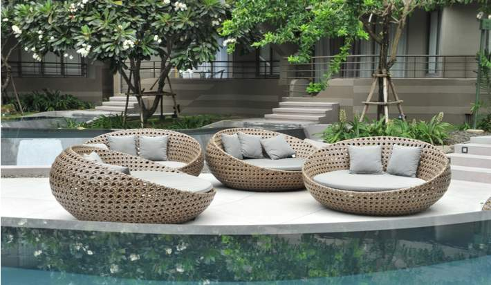 Curves: The Latest Outdoor Furniture Trend
