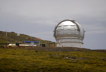 FILE - In this July 24, 2009 file photo, the Gran Telescopio Canarias, one of the the world's largest telescopes is seen at the Roque de los Muchachos Observatory in the Canary Island of La Palma, Spain. A leading Spanish official said Monday Aug. 5, 2019, that the consortium pushing to build a giant telescope in Hawaii amid continued protests by locals is planning to ask for a building permit for an alternative site in Spain's Canary Islands. The notification comes as Native Hawaiian protesters enter the fourth week of blocking construction of the telescope on a mountain they consider sacred. (AP Photo/Carlos Moreno, File)