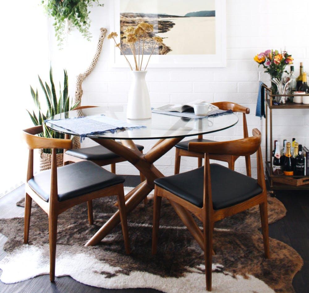 Mid century chairs via Remodelaholic