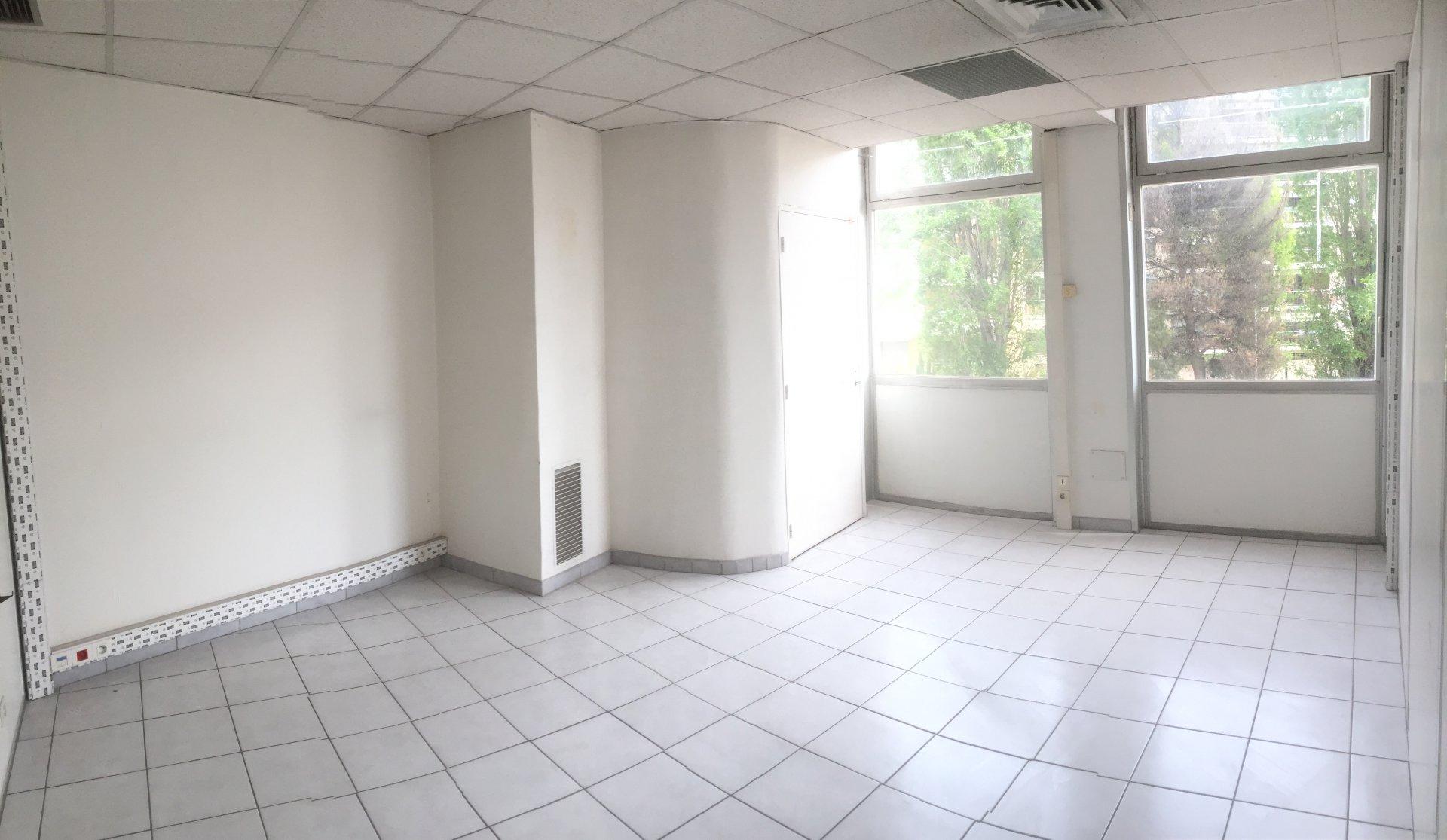 location bureau 135 m2 divisible