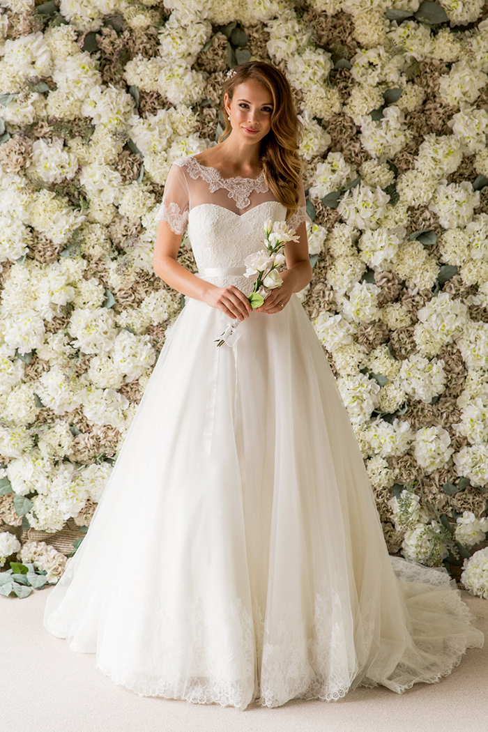 Would you design your own wedding dress? - Scottish Wedding Directory