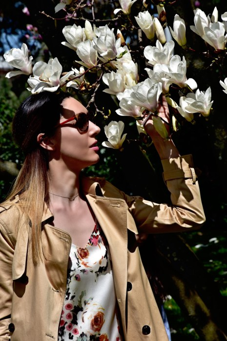 Style details: Floral silk dress - Ann & Line , Trench coat - Massimo Dutti, Necklace - Tiffany & Co, Sunglasses - Prada