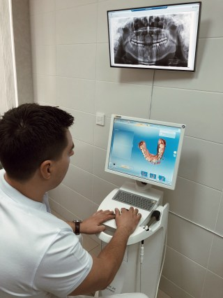 Analising 3D (full-jaw) scan, using CEREC AC Connect Omnicam SIRONA