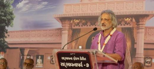 How agnostic filmmaker Anand Patwardhan and guru Morari Bapu found common ground
