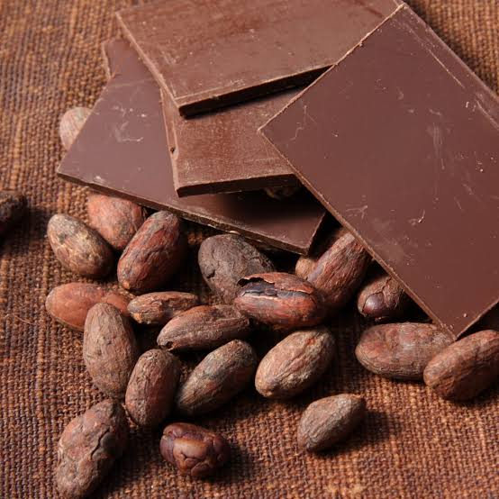 An image of dark chocolate and Cocoa beans