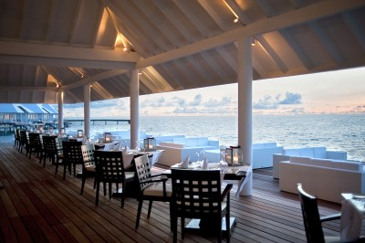 Les restaurants - Aqua Over Water Restaurant Hotel Atoll ...