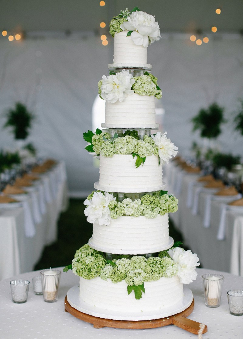 decorate wedding cake with fresh flowers how to decorate wedding cakes with real flowers 13390