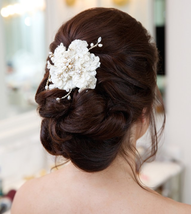 gorgeous hair accessories for brides on their wedding day