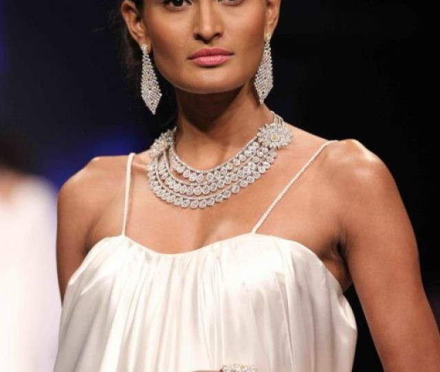 White Gold Jewelry At Indian Bridal Jewelry Week