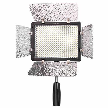 Iluminador Led Yongnuo YN300 é equipamento importante para gravar vídeos profissionais com o celular