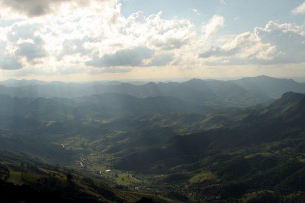 Vista do alto da Pedra do Baú - foto: Ana Paula Hirama