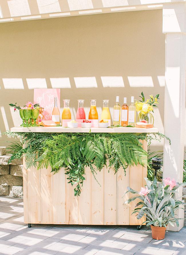 Barra de bebidas para fiesta en el jardín