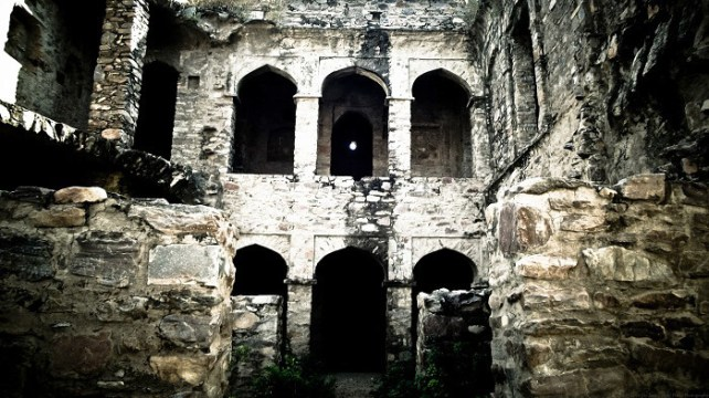 Bhangarh fort is one of the most haunted places in India