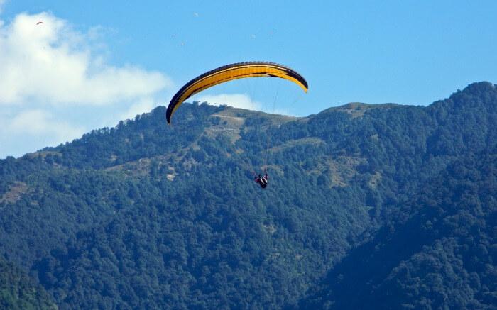 A person paragliding in Bir Billingss08042017
