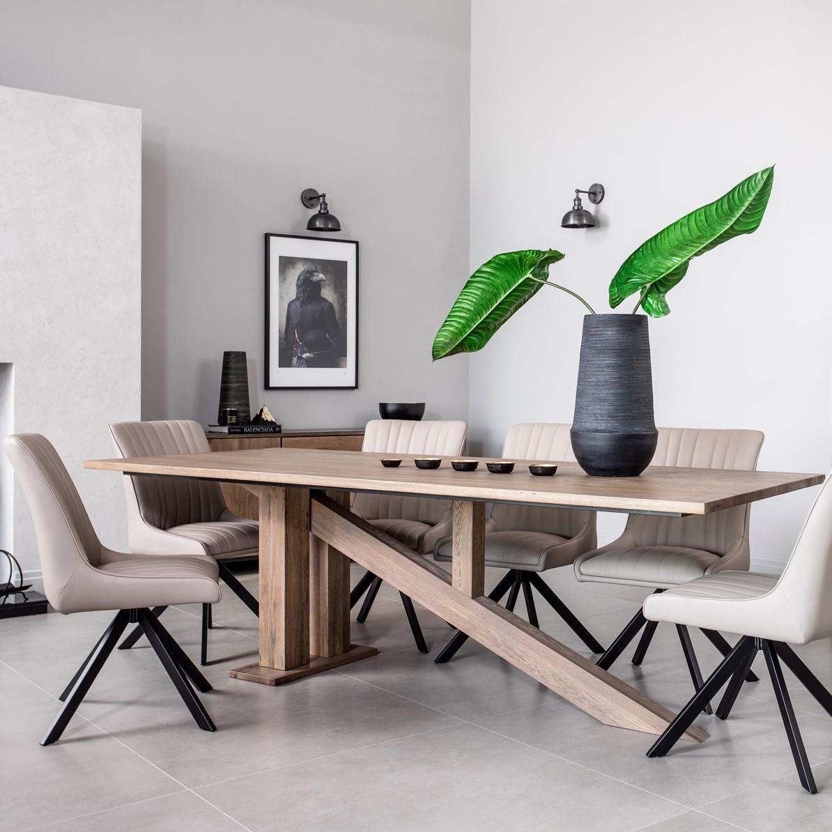 table a manger moderne pietement oblique chene massif 200 cm hudson