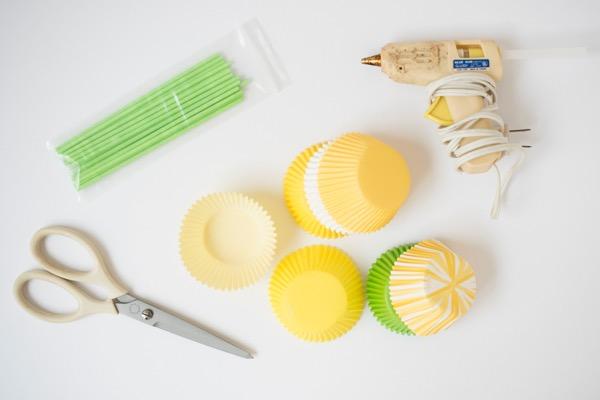 Pastel de narciso y Cupcake Toppers DIY | ¡Oh dia feliz!