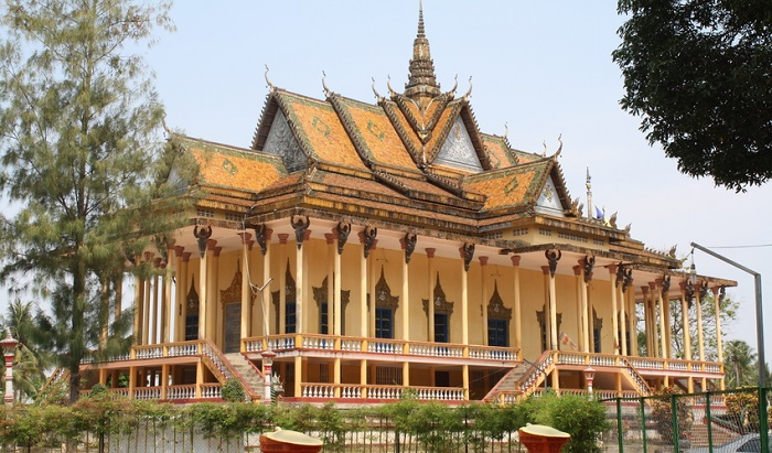 13 Lesser-Known Places of Worship in Southeast Asia | 100-Column Pagoda, Cambodia | Lady of Awesome