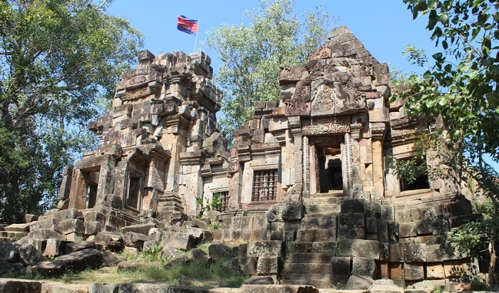 13 Lesser-Known Places of Worship in Southeast Asia | Wat Ek Phnom, Cambodia | Lady of Awesome