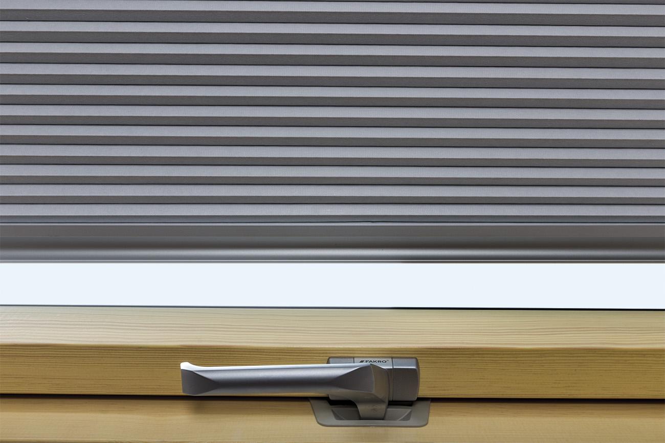 store plisse occultant isolant apf pour les fenetres de toit fakro