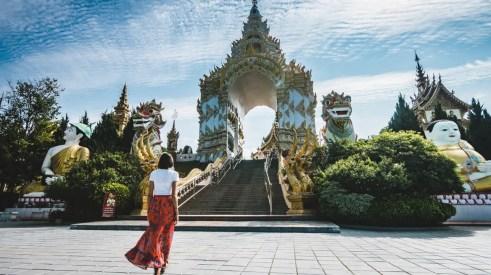 Chiang Rai White Temple & Black House Tour | Book Now - TakeMeTour