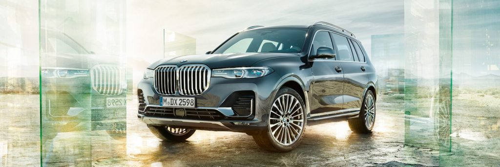 Front left profile of the BMW X7